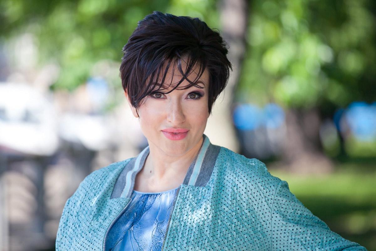 Саша Лонго. Музыкант, журналист, радиоведущая, HR, коуч, практикующий гештальт-подход