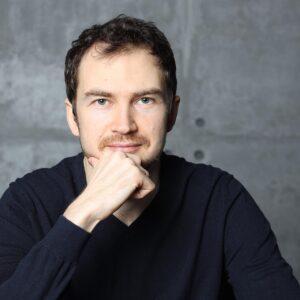 История успеха: Антон Ельницкий, владелец платформы для онлайн-школ «АнтиТренинги»