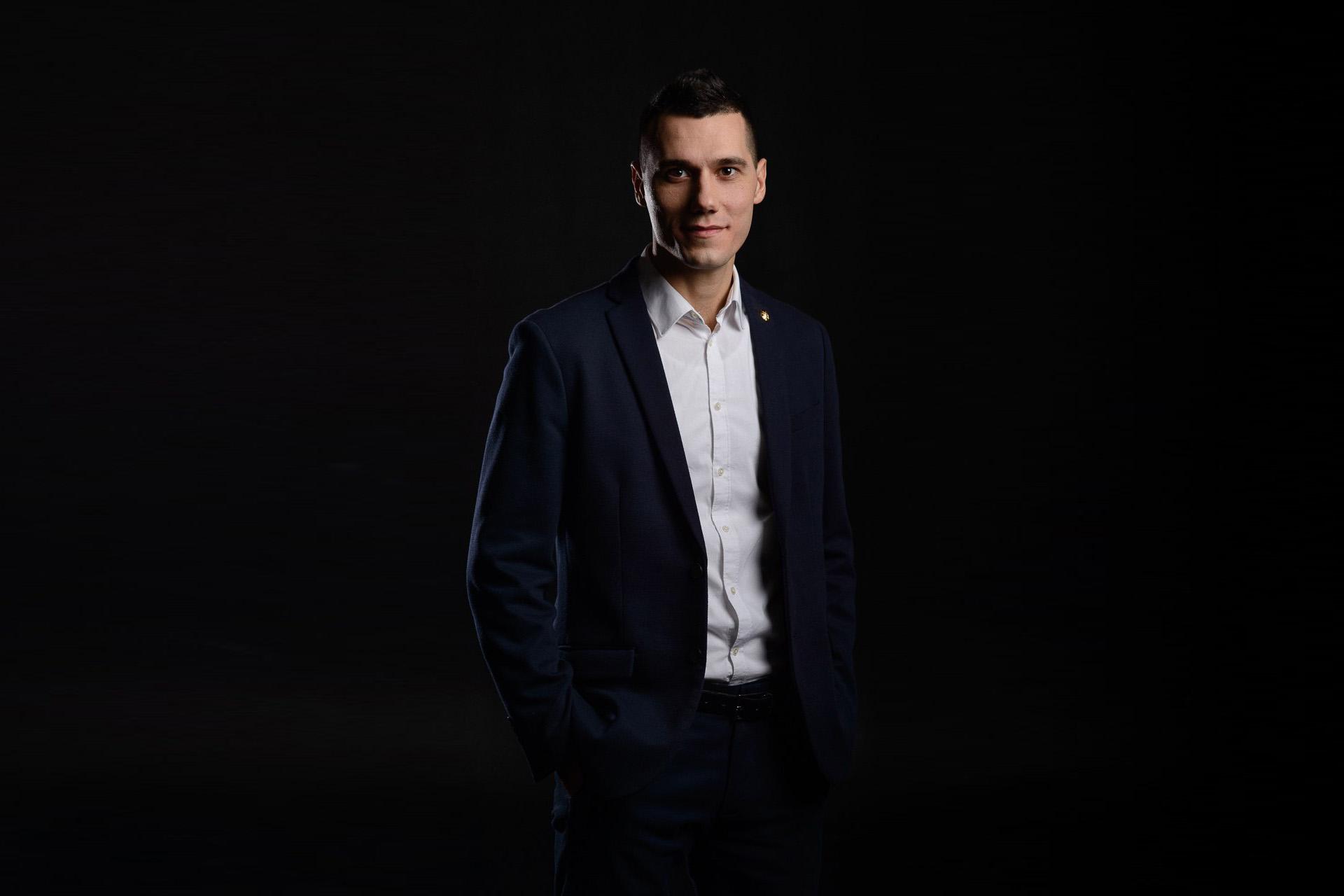 Олег Карнаух - основатель онлайн-университета Smart Business