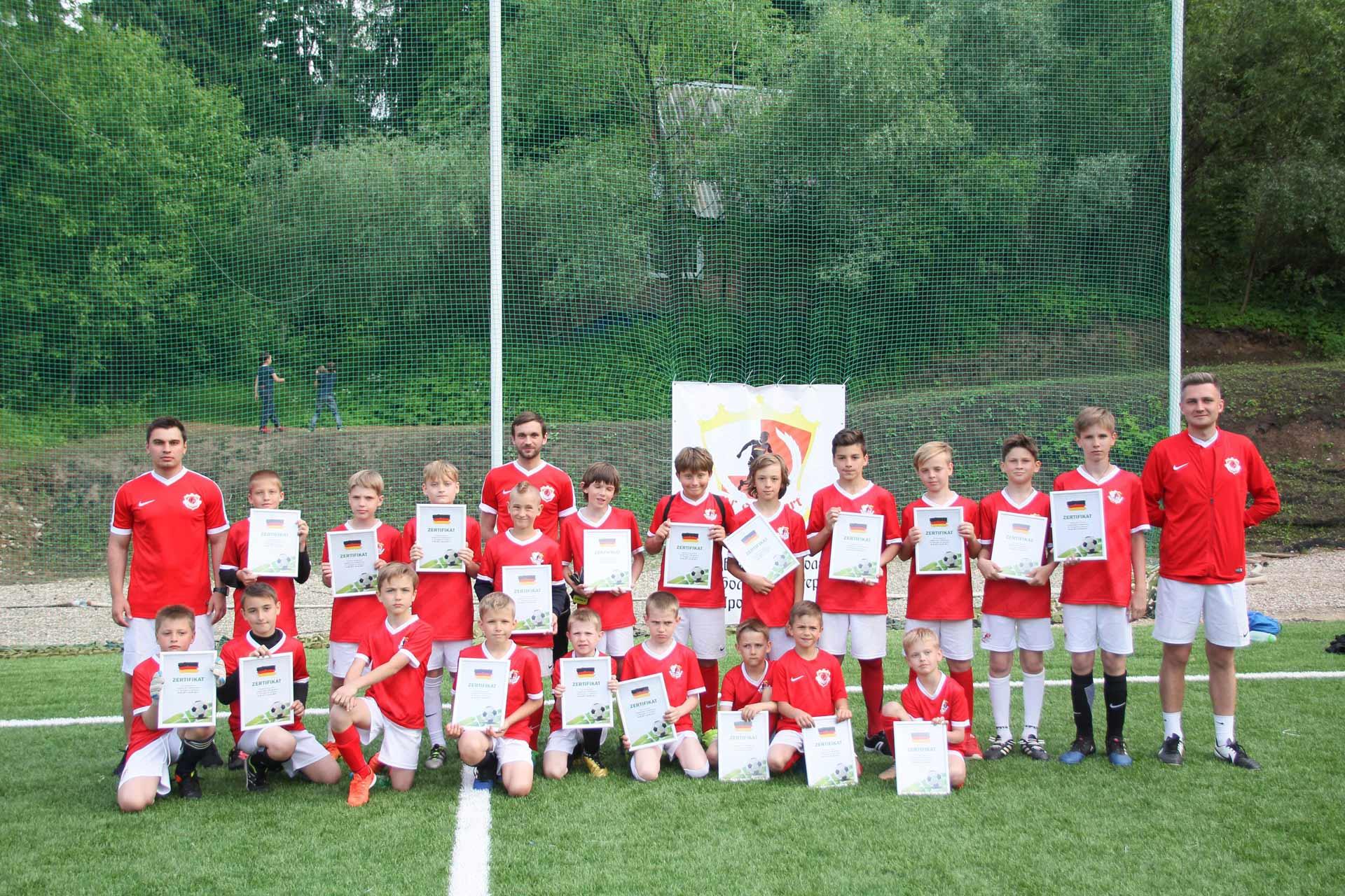 Футбольня школа для детей FC Stuttgart