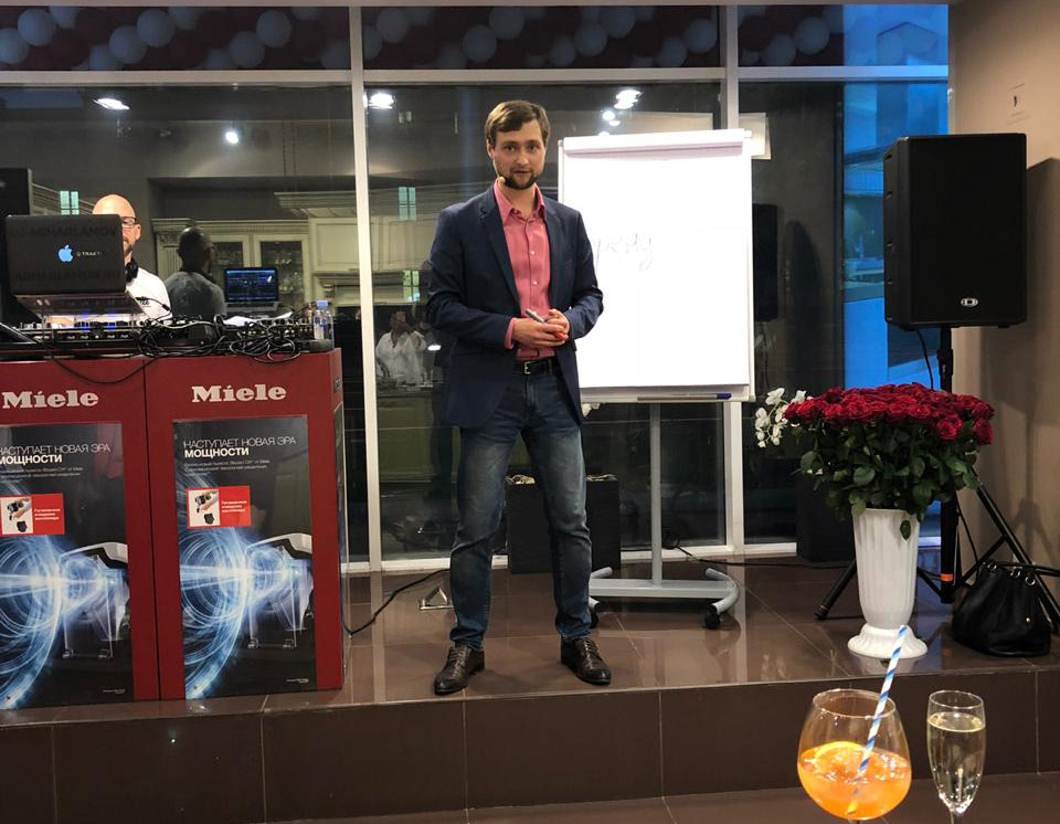 Артем Ступак выступил на открытии фирменного салона Miele торговой сети «КухниСити»